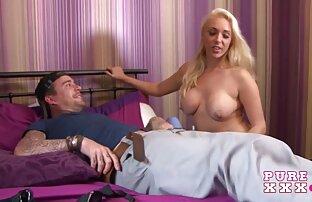 Dona de casa Busty a Melissa engole sexo selvagem completo vai para uma picha