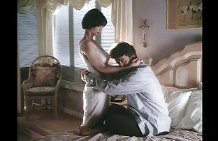 Um sexo violento selvagem adolescente giro A Masturbar-se com uma pila grande.