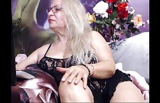 A Milf sexu selvagen mostra as mamas gigantescas na câmara.